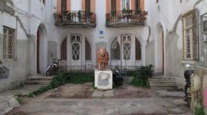 בניין הסטורי למכירה בסמטה פלונית